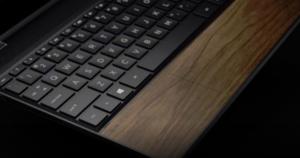 Máy tính HP sử dụng gỗ